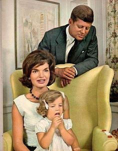 Jacqueline Kennedy Photographs: Jackie Kennedy Casual and Family Life Archive John Kennedy, Jackie Kennedy Style, Les Kennedy, Caroline Kennedy, Jacqueline Kennedy Onassis, Senator Kennedy, Familia Kennedy, Jaqueline Kennedy, John Junior
