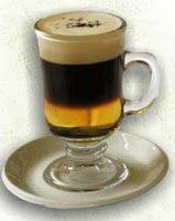 An old time favorite, Irish Coffee. cafe irlandes 30 ml de Whisky 1 t de café expreso 2 cdas de nata montada 1 cdita de azúcar negra 1 pizca de canela molida En una copa agregamos el azúcar y el Whisky lo calentamos Agregamos el café y por último la nata líquida. Para conseguir que la nata líquida se quede en la superficie y no se mezcle con el café, la vamos añadiendo muy despacio sobre la parte convexa de una cuchara sopera. Decoramos con canela
