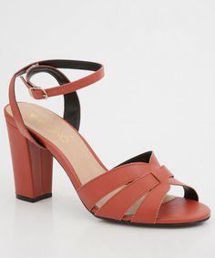 Sandália rasteirinha tiras finas e enfeite. Tem visual leve e cheio de estilo. Marinho