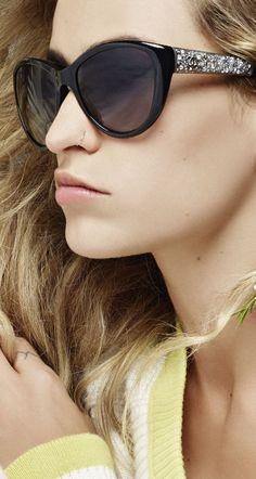 Cor, brilho e ação! É por isso que amamos a Chanel ♥ #oculos #incriveis #sunglasses #glamour #oticaswanny #compreonline #fretegratis #chanel