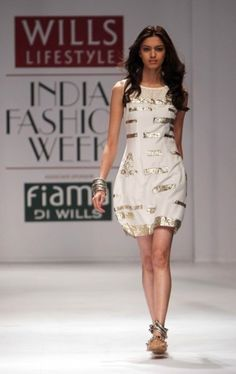 """Wills Lifestyle India Fashion Week SS 2010"" Day 2 by Ritu Kumar #Fashion #WillsLifestyle"