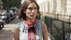"""ファッションアイコンのアレクサ・チャンが、業界の内情とそこで働く人々に迫るドキュメンタリーシリーズ。第3話では、ファッション業界の第一線で活躍する女性2人にインタビューを敢行。ロンドン芸術大学にて""""ファッション心理学""""コースの責任者を務めるキャロリン・メイヤーはメディアや広告が人々に与える影響について、元「i-Dマガジン」編集者でファッションコメンテーターのキャリン・フランクリンは、SNS時代における女性のボディイメージの開放について語った。"""