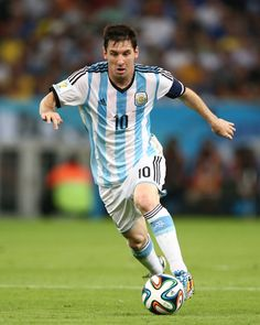 Lionel Messi God Of Football, Football Drills, National Football Teams, Football Players, Antonella Roccuzzo, Lional Messi, Leo, Argentina National Team, Latest Sports News