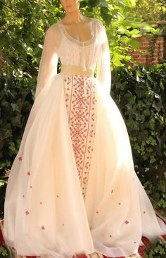 ROCHIE DOMNITA Romanian Wedding, Casual Dresses, Fashion Dresses, Traditional Wedding Dresses, Wedding Dress Sleeves, Cosplay Outfits, Beautiful Gowns, Aesthetic Clothes, Indian Outfits