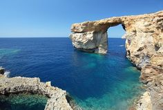 Vergesst Mallorca und die Malediven: 6 Inseln in Europa sind noch echte GeheimtippsUnfortunately, the rock gate collapsed in but the island of Gozo is a real eye-catcher. Europe Destinations, Holiday Destinations, Travel Europe, Cool Places To Visit, Places To Go, Beach Boys, Dame Nature, Malta, Travel Inspiration