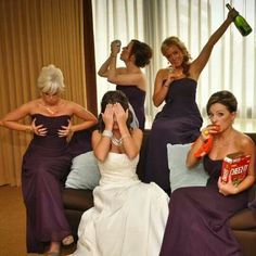 Свадьба - my wedding ideas. Wedding Picture Poses, Funny Wedding Photos, Wedding Poses, Wedding Pictures, Funny Bridesmaid Pictures, Wedding Ideas, Best Friend Wedding, Wedding Humor, Wedding Stuff