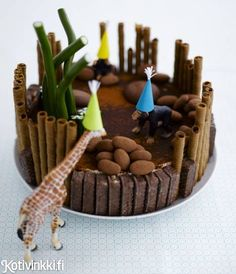 Täydellinen kakku lastenjuhliin. Koristele kakku huolellisesti pestyillä leluilla. / Time to party boys and girls. Decorate children´s party cake with toys which have first been washed carefully. #kidsparty #birthdaycake #childrensparty