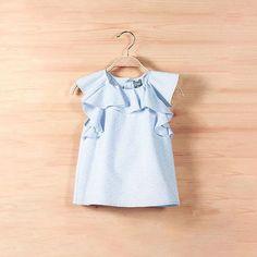 033cb1a7d Blusa niña junior topitos azules con volantes. De la marca de moda infantil  Dadati.