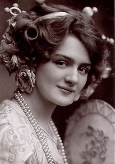 Miss Lily Elsie,  Circa 1900s, wow! look at that face, so lovely