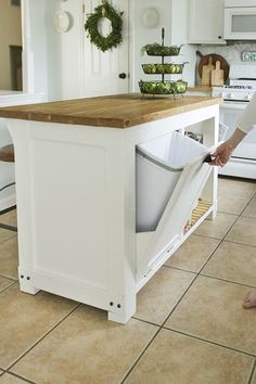 Home Remodel Videos DIY movable Kitchen Island with Trash Storage.Home Remodel Videos DIY movable Kitchen Island with Trash Storage Kitchen Island Storage, Diy Kitchen Storage, Kitchen Redo, New Kitchen, Kitchen Dining, Kitchen Organization, Organization Ideas, Awesome Kitchen, Hidden Kitchen