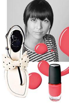 Lieblingsduo für den Sommer: T-Steg-Sandale von Christian Louboutin, um 800 Euro und Nagellack Nr. 15 von Artdeco,um 8 Euro