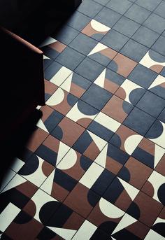 """PUZZLE """"El juego infinito"""" creado por los diseñadores Edward Barber y Jay Osgerby para MUTINA"""