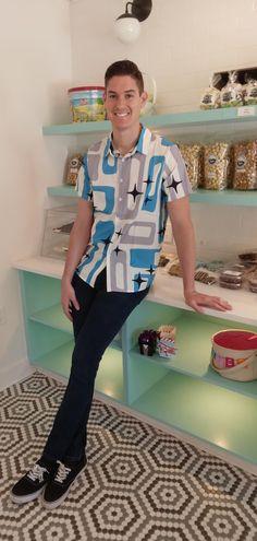 John Ginter in his new retro shirt! ✨ Best Popcorn, Gourmet Popcorn, Popcorn Company, Salt Water Taffy, Kettle Corn, Caramel Corn, Waffle Cones, Naples Florida, Retro Shirts