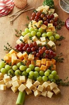 Make a large cheese & fruit tray. Maybe use string cheese & pull it apart (to make skinny strings) to make garland??? Maybe I could cut a small apple sideways to make the star up top.