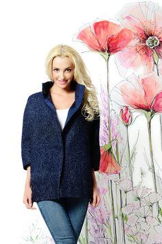 Легкое весеннее пальто без подкладки, темно-синего цвета. Универсальная вещь для межсезонья. Станет стильным акцентом вашего образа. Пальто с минимальным количеством декоративных элементов, интересного цветового решения и дизайна, сделает вас элегантной и неотразимой.  Состав: 100% шерсть. #пальто #весна #купитьпальто #красивоепальто #теплоепальто #легкоепальто #лето #пальтодемисезонное #пальтостильное #пальтоженское