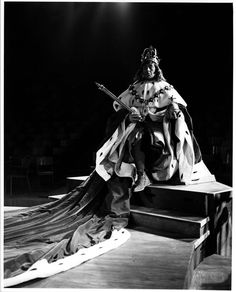 1953 Richard III Alec Guineness as Richard III Photo: Peter Smith Property of the Stratford Shakespeare Festival Archives Shakespeare Festival, Shakespeare Plays, William Shakespeare, Stratford Shakespeare, Richard 111, Detective Movies, House Of York, Wallace Stevens, Alec Guinness
