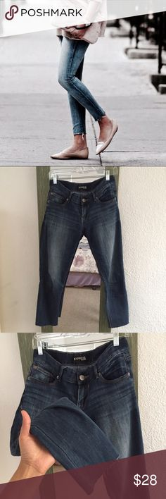 Express skinny jeggings Size 6 R , low rise, Stella fit, low rise, excellent good used condition, raw hem, ankle length Express Jeans Ankle & Cropped