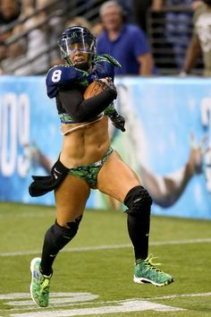 Danika Brace: Seattle Mist Linebacker/Tight End Ladies Football League, Hot Football Fans, Legends Football, Football Girls, Lfl Players, Vaquera Sexy, Lingerie Football, Salma Hayek Pictures, College Cheerleading