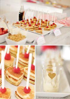 pancake-bar. Love the heart stickers. Simple DIY