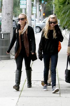 Never seen a daughter look more like her mother. Reese Witherspoon and daughter.