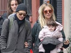 Sienna Miller and Marlowe by http://www.wikilove.com