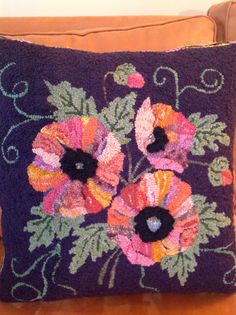 Poppy pillow  hooking....... my next project!! now if I could only grow poppies!