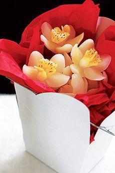 Succombez pour ces magnifiques petites bougies en forme d'orchidées qui viendront sublimer votre décoration sur vos tables et buffets ! http://www.mariage.fr/mini-bougies-orchidees-mariage-x28.html