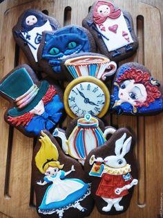Купить Пряники имбирные расписные Алиса в стране чудес в интернет магазине на Ярмарке Мастеров