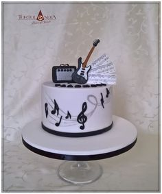Simple birthday cake for young man – who loves playing on elektric guitar…sweet gift from his girlfriend. All is hand modelling & hand carved…all to eat. Music Themed Cakes, Music Cakes, Piano Cakes, Guitar Birthday Cakes, Guitar Cake, Birthday Cakes For Men, 9th Birthday, Fondant Cakes, Cupcake Cakes
