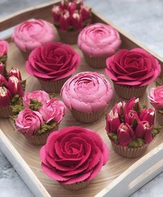How to pipe buttercream roses - - Birthday Cupcake Ideen - Cupcakes Cake Decorating Techniques, Cake Decorating Tips, Cookie Decorating, Cupcakes Flores, Flower Cupcakes, Pink Cupcakes, How To Pipe Cupcakes, Rosette Cupcakes, Decorated Cupcakes