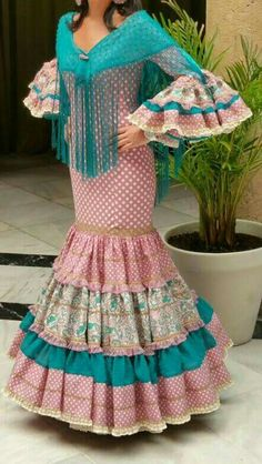 Quality Hmong Clothes, Bags, Jewelry, Hats and Care Flamenco Costume, Flamenco Dancers, Dance Costumes, Flamenco Dresses, Spanish Dress, Spanish Fashion, Trumpet Skirt, Hijab Fashion, Short Sleeve Dresses