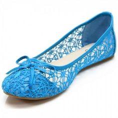 Hübsche #Ballerinas in Blau. Diese feinen Sommerschuhe passen zu jedem Sommeroutfit. Sehr weiches und dursichtiges Obermaterial mit blauer #Spitze. Unser Preis: 10,50 €