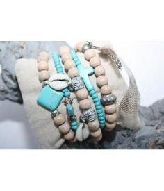 Bohemian lifestyle Ibiza armbandjes5 stuks losse armbandenMaat: elastischKleur: naturel/ turqoiseMateriaal: hout/ glaskraal/ veer/ metaal/ halfedelsteenAlle armbanden kunnen op maat gemaakt worden