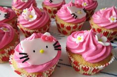 Hello Kitty cupcakes fra Bageglad.dk