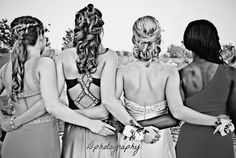 Formal Photography Ideas Completely from the back, with the arms Prom Group Poses, Prom Poses, Prom Photography Poses, Group Photography, Dance Photos, Dance Pictures, Senior Prom, Senior Girls, Homecoming Pictures