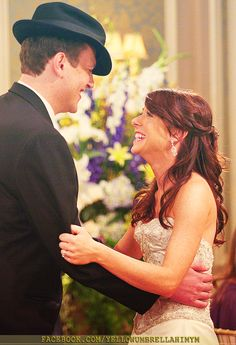 How I Met Your Mother, Lilypad and Marshmallow Visit: www. - How I Met Your Mother - Wedding Dress How I Met Your Mother, Best Love Stories, Love Story, Marshall Eriksen, Marshall And Lily, Yellow Umbrella, Wedding Movies, Lily Wedding, Movie Couples