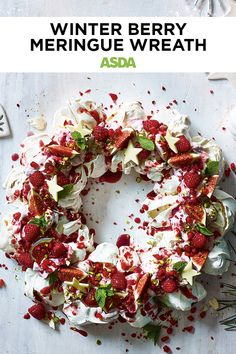 This meringue wreath is a complete showstopper of a dessert and requires some craft skills to create. It's a fun and easy way to impress your guests this Christmas with homemade sweets. Christmas Deserts, Christmas Eve, Christmas Wreaths, Xmas, Boxing Day Food, Chocolate Stars, Eyfs Classroom, Gift Card Number, Eton Mess