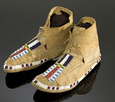 Arapaho+Beaded+Hide+Moccasins,+(2005,+American+Indian+Auction+/+Mar+10-11)