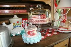 Vintage red & turquoise - this combination is growing on me..