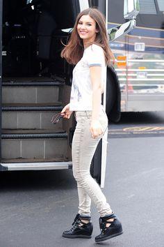 Victoria Justice  high resolution image - MovieHotties