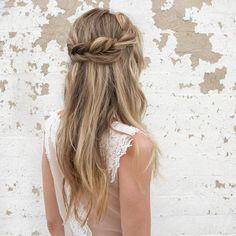 bridal-hairstyle-trends-2017-braided-hair-boho