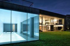 「ガラス張り」から「コンクリート要塞」に変身する、用心深い家 « WIRED.jp