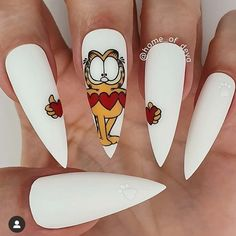 Beautiful hand painted Garfield nails by Ugly Duckling Family Member 😍 Ugly Duckling Nails is dedicated to keeping love, support, and positivity flowing in our industry ❤️ Disney Acrylic Nails, Acrylic Nail Designs, Edgy Nails, Fun Nails, Pretty Nail Art, Cool Nail Art, Makeup Crafts, Valentine Nail Art, Valentines