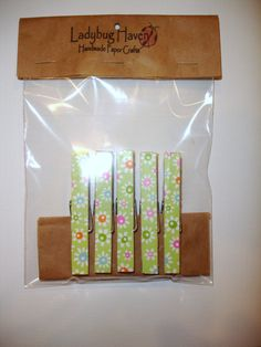 Daisy green backround  Clothespin Magnet Set by ladybughavencrafts, $5.00 Cute for Mother's Day or in an Easter basket:)