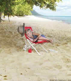 Toată lumea stă afară și se bucură de soare. Beach Mat, Outdoor Blanket, Home Decor, Decoration Home, Room Decor, Home Interior Design, Home Decoration, Interior Design