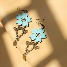 $3.64 Pair of Sakura Shape and Alloy Pendants Embellished Women's Vintage Earrings