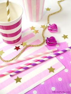 Christmas Party Ideas: Pink Tablescape and FREE Printable Gift Tags
