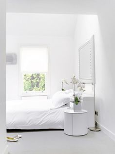 all white bedroom love the blind and mirror Master Bedroom Set, All White Bedroom, White Rooms, Home Bedroom, Modern Bedroom, Bedroom Decor, White Bedding, Tranquil Bedroom, Casa Clean