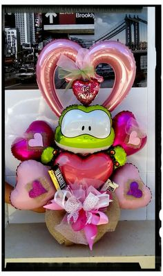 Valentine Bouquet, Valentine Wreath, Valentine Crafts, Valentines, Balloon Surprise, Balloon Gift, Candy Bouquet, Balloon Bouquet, Valentine Baskets