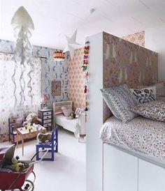cabeceira de cama a servir de divisao em quarto partilhado